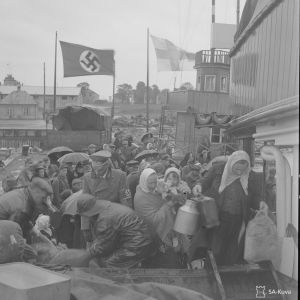 De sista ingermanländska flyktingarna på väg till Finland i Paldiski hamn 18.6.1944.