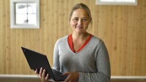 Triinu Varblane vid invigningen av Wasa Innovation Center.