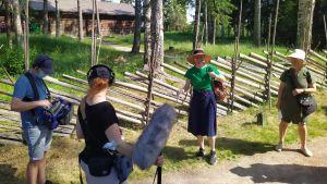 Seurasaaren Pyhiinvaelluskirkon vaeltajia ja äänittäjiä.