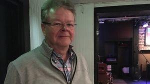 Janne Ekholm på valvaka.