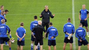 Finland slipar taktiken i Bukarest inför kvalmatchen mot Rumänien.