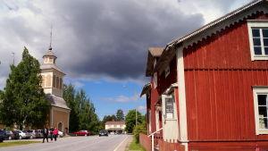 Gårdsbutiken Lundagård och Purmo kyrka i Sisbacka.