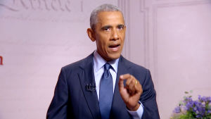 Barack Obama gestikulerar under ett tal