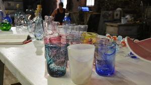 Glasföremål tillverakde av Jarl Hohenthal.