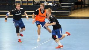 Fredrik Forss, Richard Sundberg och Anthony Hellakoski på Finlands träningar inför kvalmatchen mot Österrike.