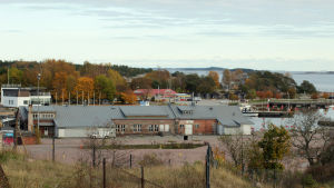 Utsikt över Östra hamnen i Hangö. I förgrunden Granitborgen.