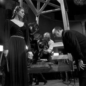 Ingrid Bergman ja Alfred Hitchcock elokuvan Notorious kuvauksissa