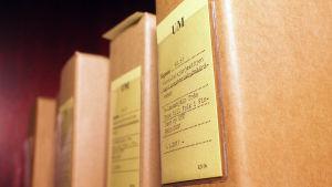 En mapp med material om UFF på utrikesministeriets arkiv.