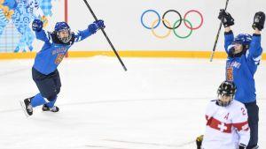 Jenni Hiirikoski hoppas föra Finlands hockeydamer till VM-medalj.