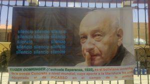 Plansch som hyllar den boliviansk-schweiziska författaren Eugen Gomringer i sitt hemland Bolivien