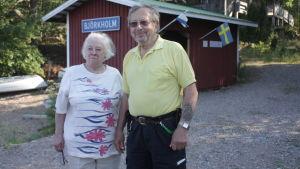 Gulli och Kurt Kronehag driver stugby på björkholm