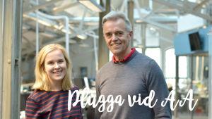 Studerande Malin Lindblom och professor Christophet Schmidt