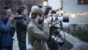 valokuvaajat kuvaavat.