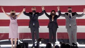 Jill och Joe Biden tillsammans med Kamala Harris och Douglas Emhoff