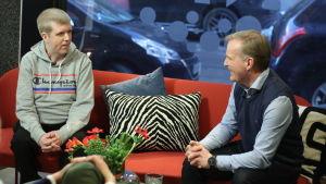 Tom Håkans och Robert Bergholm i Efter Nios soffa.