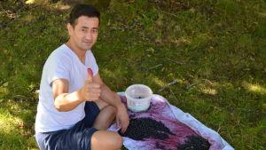 Asylsökande rensar bär