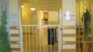 Ingången till långvårdsavdelningen på Mjölbolsta i Karis.