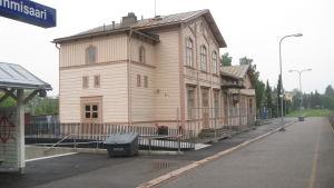 Ekenäs järnvägsstation fotad från perrongen.