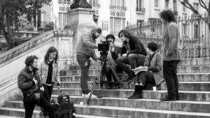 Elokuvaopiskelijat kuvauksissa elokuvassa Oppivuodet pariisilaisittain