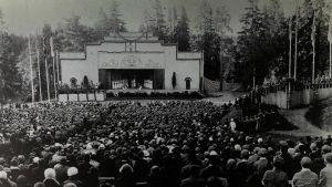 Aidan esitys Vakkosalmen puistossa kesällä 1933.