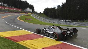 Valtteri Bottas kör på Spa.