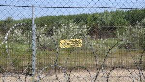 Delar av det ungerska gränsstängslet är elektrifierat