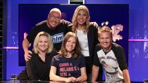 Lagkaptenerna Maria Sid och Kasper Ramström i tv-studion tillsammans med gästerna Peppe Öhman och Janne Westerlund, och programledare Sonja Kailassaari.