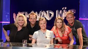 Lagkaptenerna Maria Sid och Kasper Ramström i tv-studion tillsammans med gästerna Mikaela Ingberg och Jesper von Hertzen, och programledare Sonja Kailassaari.