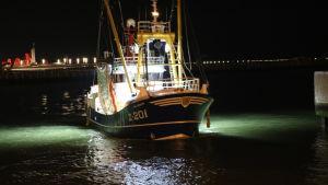 Trålaren Job Senior anlöper hamnen i belgiska Oostende.