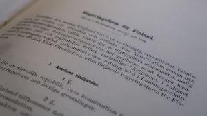 Finlands regeringsform av 1919 som förvaras i Riksarkivet i Helsingfors.