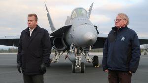 Finlands försvarsminister Antti Kaikkonen (C) och Sveriges försvarsminister Peter Hultqvist (S) besökte Lapplands flygflottilj i Rovaniemi under flygvapnets operationsövning Ruska 20, oktober 2020.