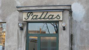 Bio Pallas i Karis