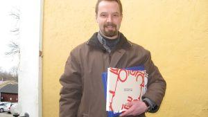 Werner Orre håller i Folktingets verksamhetsberättelse