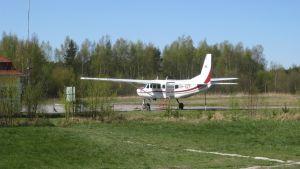 litet flygplan, Tktom, Hangö, Finlands Fallskärmsklubb