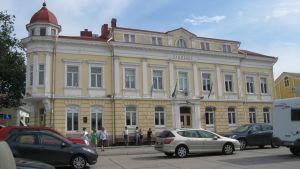 Stadshuset i Ekenäs vid Rådhustorget.