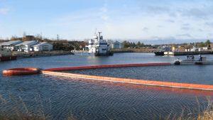 Ny utrustning för oljebekämpning presenteras i Hangö.