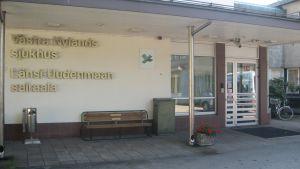 Ingången till västra nylands sjukhus