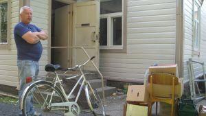 Börje Mattsson som är mitt i flyttandet av byrån för västra nylands invandratjänst.