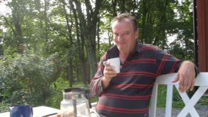 Mikael Ingman på gården i Ingå
