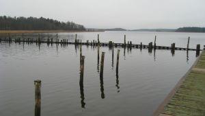 Sista bryggan vid Barckens udde har flutit bort