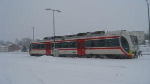 Rälsbuss på stationen i Hangö.