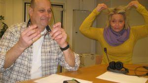 Egon Blomqvist och Ilse Klockars strax innan måndagssnackarnas sändning börjar!