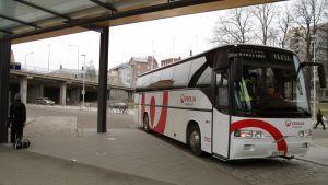 Veolias buss vid Vasa resecenter.