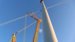 Lyftkran och vindkraftverkspylon