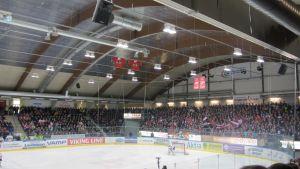 3800 fans, de allra flesta Vasa Sportfans, var förväntningsfulla.