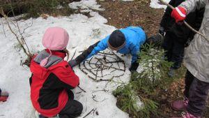Skolbarn i rekreationsområdet i Störsvik-Kopparnäs