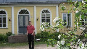 Kyrkoherde Johan Westerlund i Pojo hoppas att prästgårdarna kan bevaras.