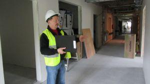 Rainer Bystedt i den nybyggda delen av vårdavdelningen.