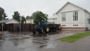 Hästboxar för 150 hästar byggs upp i Hangö inför Sea Horse Week