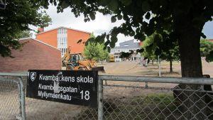 Eleverna vid Kvarnbackens skola kan inleda läsåret i nyrenoverade utrymmen - fastän allt inte är helt klart ännu.